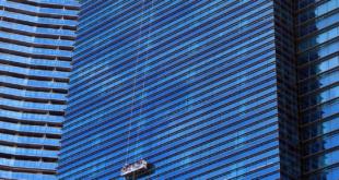 Fensterputzer 310x165 - Immobilie verkaufen – mit Sauberkeit Höchstpreise erzielen