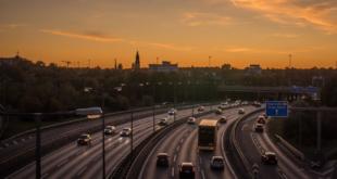 Autobahn 310x165 - Wovon träumen deutsche Großstädter?