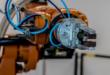 Roboterarm 110x75 - Cobots als wertvolle Helfer im Handwerk