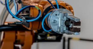 Roboterarm 310x165 - Cobots als wertvolle Helfer im Handwerk